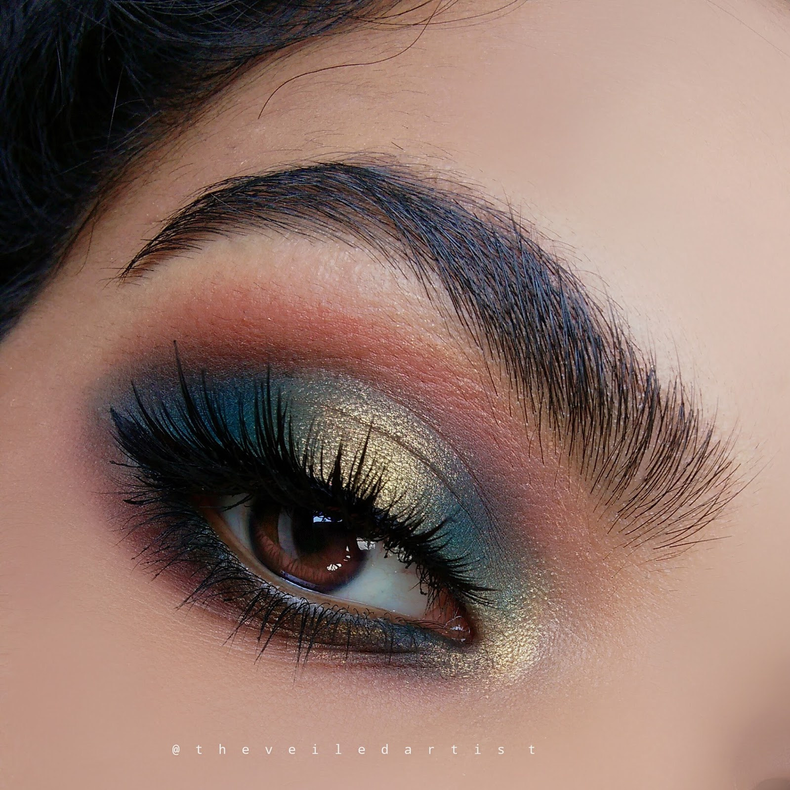 Mermaid Inspired Ethereal Dark Teal And Gold Halo Smokey Eyes