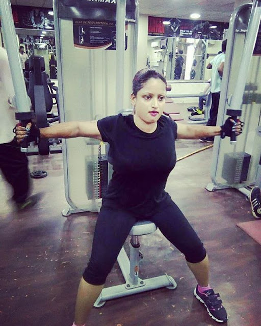 Indian-Bhabhi-in-the-Gym-sexy-picture