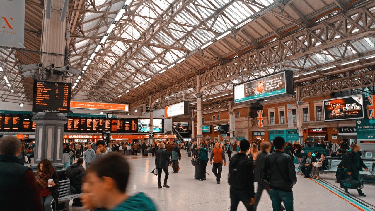 ilustrasi cara pembatalan tiket kereta di stasiun