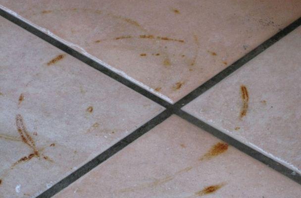 Cara Cepat Membersihkan Lantai Dari Minyak