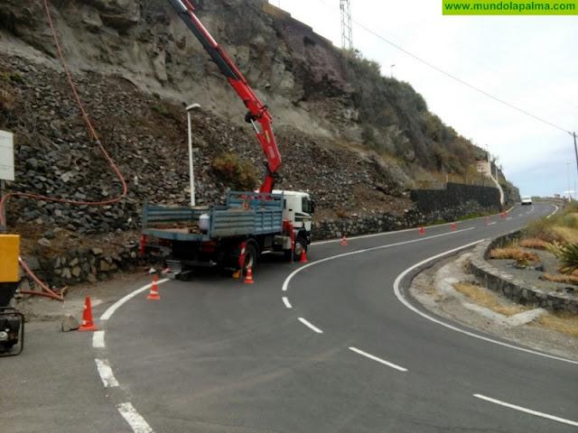 El Cabildo ejecuta obras de protección de un talud para preservar la seguridad en el acceso al Puerto de Tazacorte