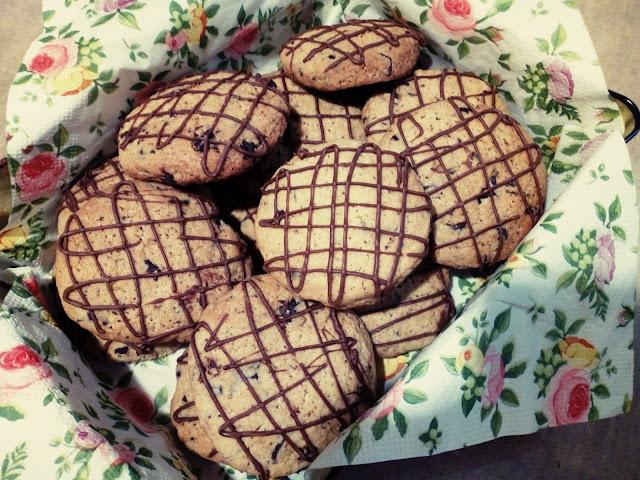 ciastka z czekolada kruche ciasteczka z czekolada ciastka pieguski dekorowane ciastka ciastka maslane