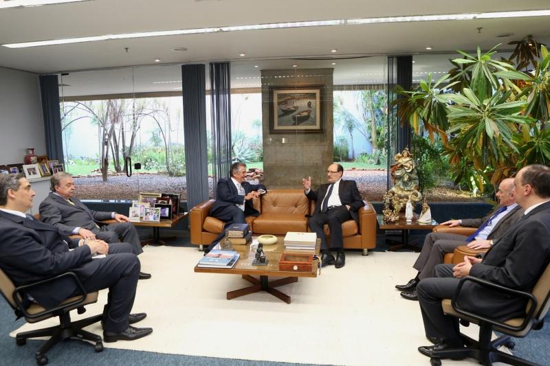 Governador e procurador-geral do Estado se reuniram com o ministro Marco Aurélio Mello - Foto: Luiz Chaves/Palácio Piratini