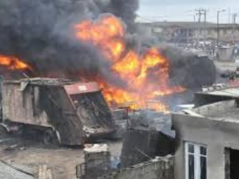Breaking; Fire outlet at Owode Oniri  market where 20 vehicles and 10 shops burnt(photos)