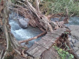 Puente proviosional construido con faenas para permitir el paso entre san felipe tepatlán y altica