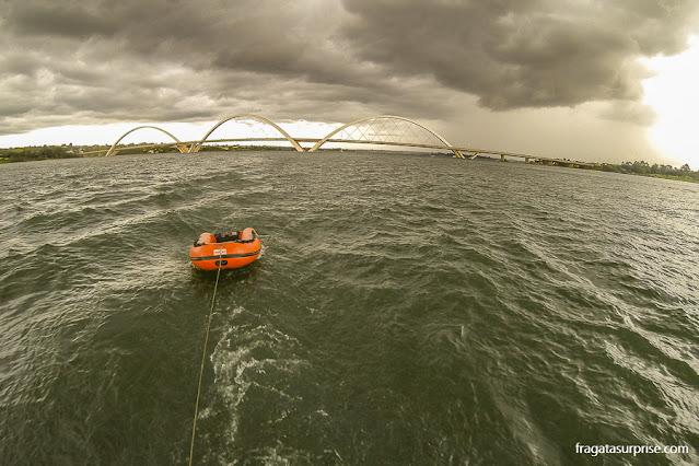 Passeio de barco ao pôr do sol no Lago Paranoá