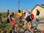 Peringati Hari Peduli Sampah Nasional, Kapolsek Langsa Barat dan Anggotanya Kerja Bakti Bersama