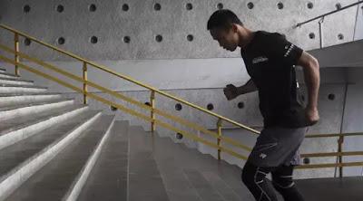 Naik turun tangga