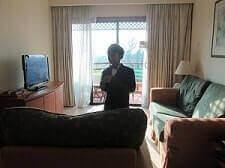 Kamar Holiday Inn Resort Batam lengkap ada Balkon