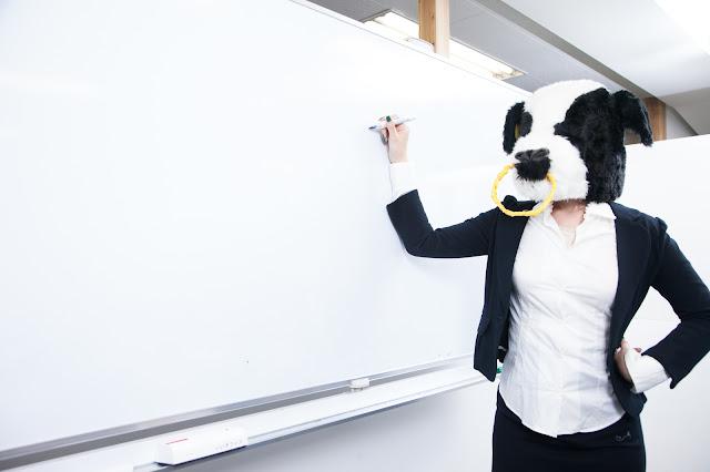 プロトタイプの必要性を説明する牛