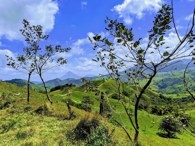 Costa Rica Itinerary: rolling hills en route from Arenal to Monteverde