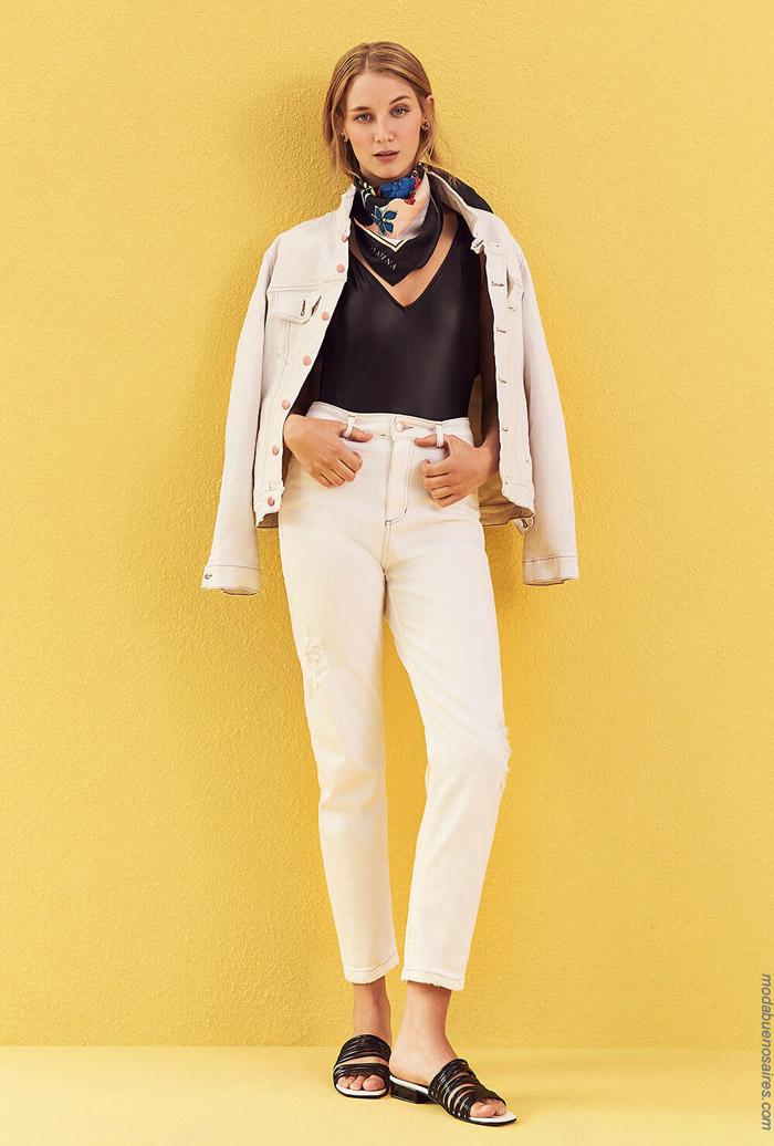 Campera de jean blanco y pantalón primavera verano 2020.