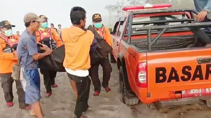 Pencari Ikan Ditemukan Meninggal di Pantai Sawangan Puring