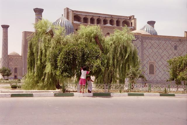 Ouzbékistan, Samarcande, Registan, © L. Gigout, 2001