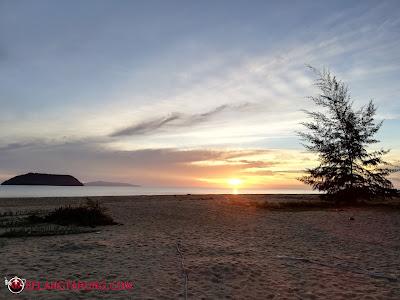 Suasana Sunrise Pantai Tanjung Demong Resort