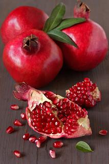 buah delima merah