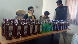 तलाशी के दौरान आवकारी विभाग ने पकड़ी 231 बोतल अंग्रेजी शराब,800 बोतल देशी शराब,तीन आरोपी वाहन सहित हुए गिरफ्तार