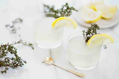 هل شرب الليمون على الريق مضر؟
