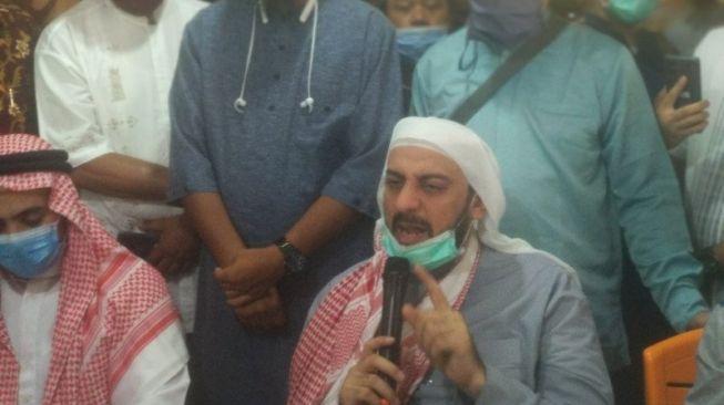 Syekh Ali Jaber: Kok Kalau Ulama Diserang, Pelakunya Disebut Gila?