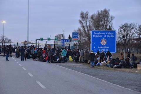 A szerb védelmi miniszter szerint a Soros-féle NGO-k bíztatták a határhoz érkező migránsokat