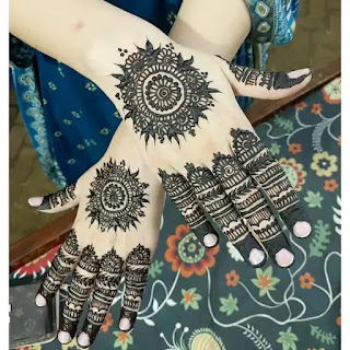 Big_flowers_with_lace_mehandi_design