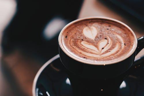 कारण क्यों आप कॉफी में प्रोटीन पाउडर  डालते हैं ।