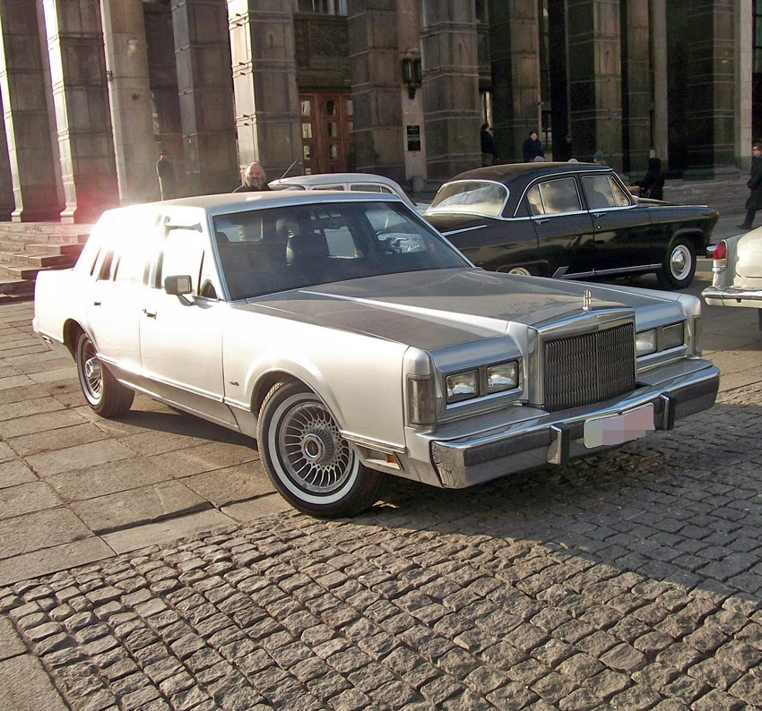 Spotted Cars In Moscow Lincoln Town Car 1st Gen