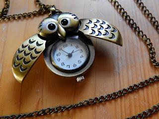 un reloj no solo es un accesorio que permite ver la hora, tambien es una joya, y una de las maximas obras de ingenieria de la historia, existen diseños muy creativos y agradables como este buho.
