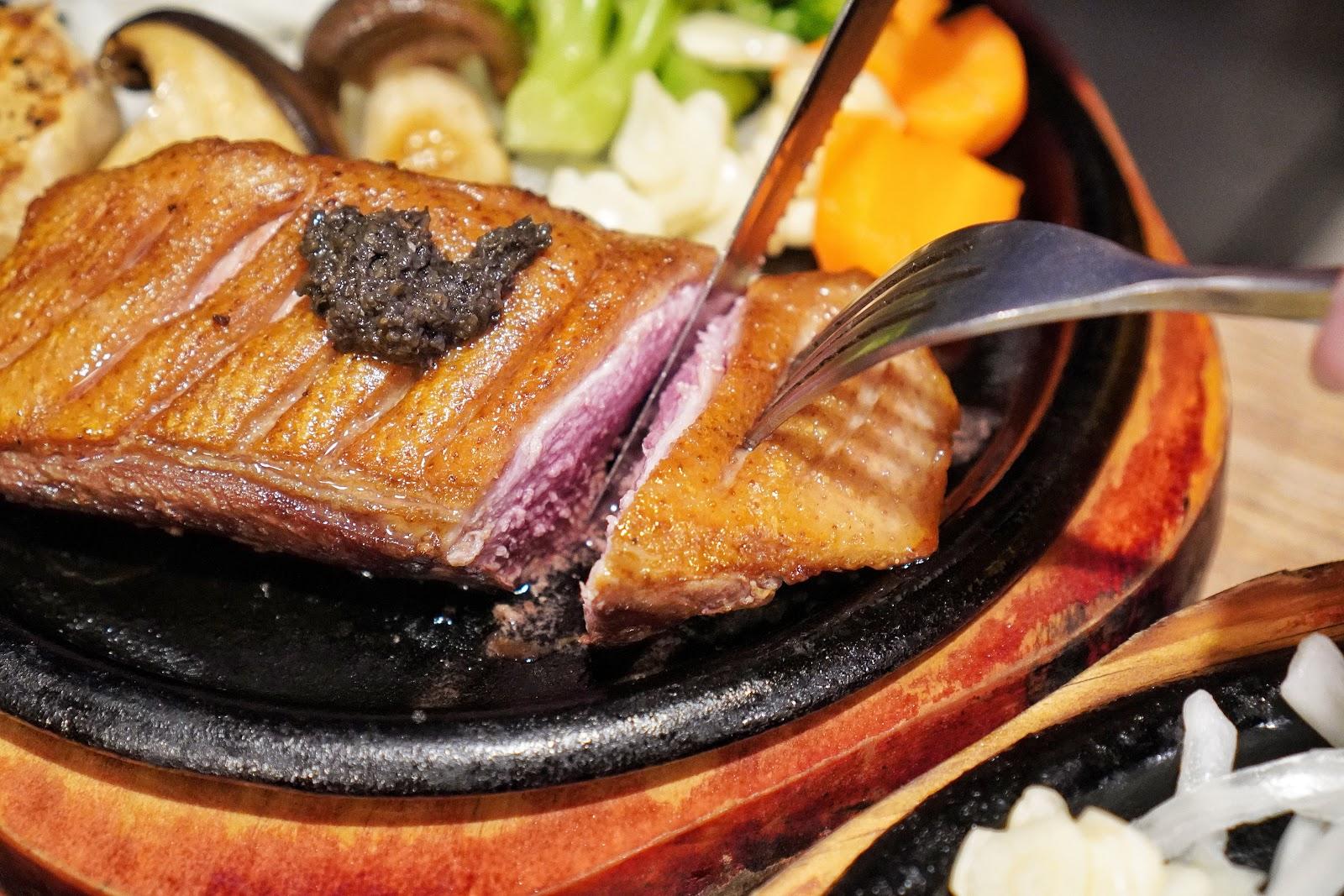 台南美食【丹妮牛排】櫻桃鴨胸餐點