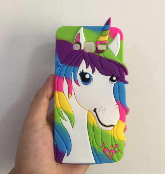 carcasa unicornio arco iris
