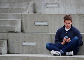 7 Aktivitas Anak Muda Yang Berdampak Negatif atau Tidak Bermanfaat