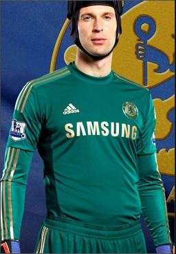 61d17721b6 A Camisa Adidas Chelsea Goleiro Cech 2012 2013 será verde com detalhes em  dourado. a novidade para essa temporada é o Cech usará shorts e meiao da  mesma cor ...