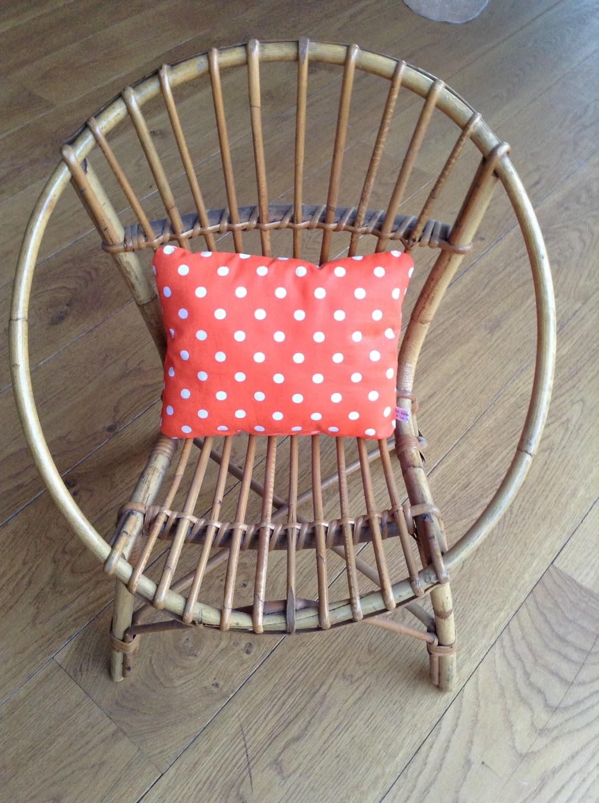 le loup rose la vanille petit fauteuil vintage en rotin. Black Bedroom Furniture Sets. Home Design Ideas