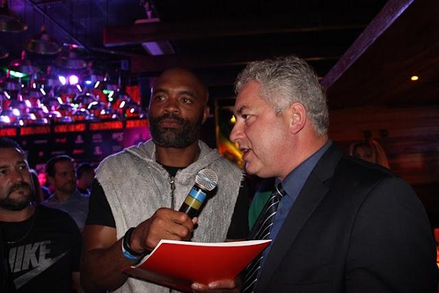 Douglas Fabricio participa de lançamento do UFC em Curitiba