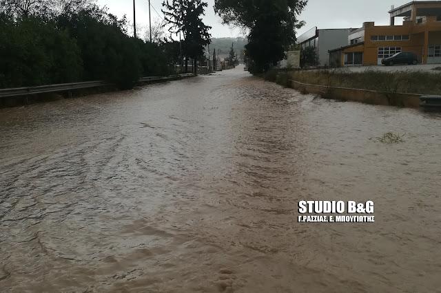 Δρόμοι μετατράπηκαν σε ποτάμια στο Κρανίδι