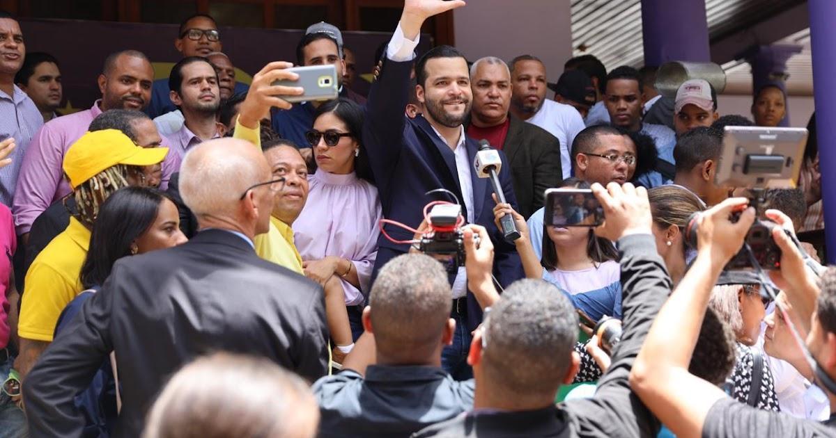 Rafael Paz inscribe su candidatura a la senadurأa del DN