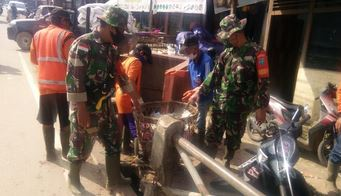 Koramil Pinoh Ajak Semua Pihak Karya Bhakti Pasca Banjir