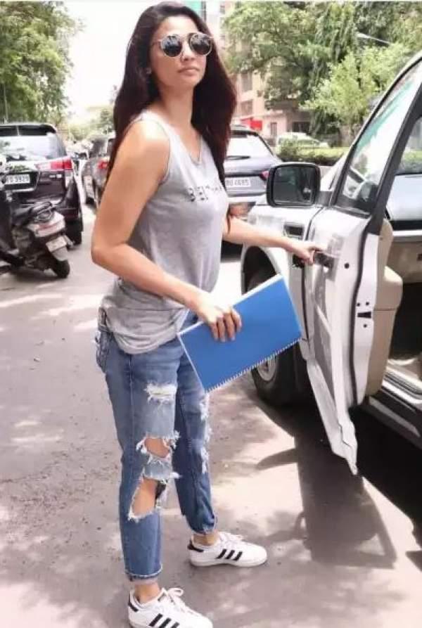 salman-khan-actress-daisy-shah-flop-carrier