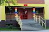 Radny Andrzej Radomski uważa, że tęczowe kolory na wejściu do przedszkola to symbol LGBT