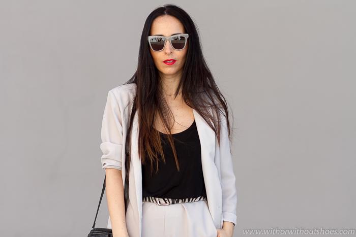 Influencer Bloguera española Top looks Sporty Traje chaqueta con zapatillas deportivas