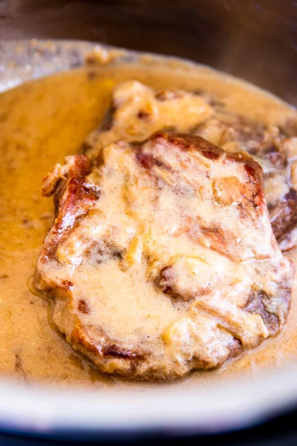 INSTANT POT SOUR CREAM PORK CHOPS #instantpot #porkchops #lowcarb