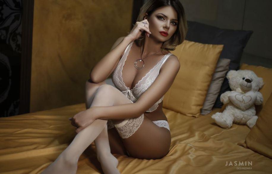 DesiredMia Model GlamourCams