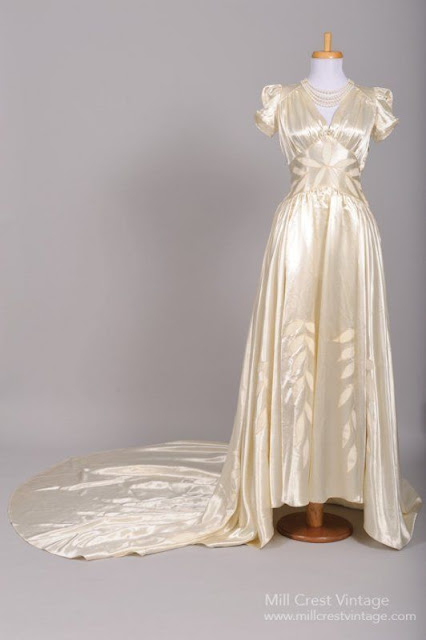 Vestido de noiva anos 40, em manequim
