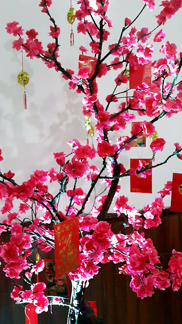 Pohon Mei Hwa dan Angpao