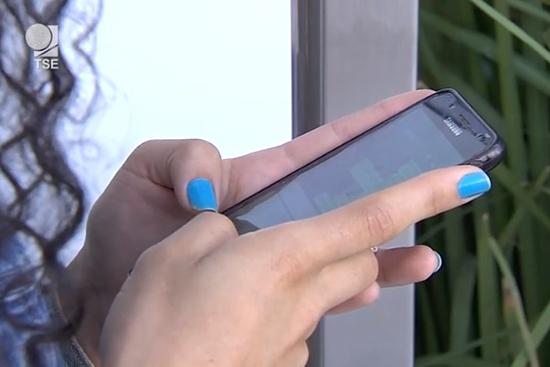 WhatsApp bane mais de mil contas no Brasil após denúncias recebidas em canal do TSE. Café com Jornalista