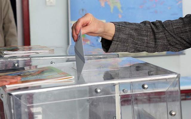 Πώς θα ξεπεράσει το «αγκάθι» της απλής αναλογικής η κυβέρνηση;