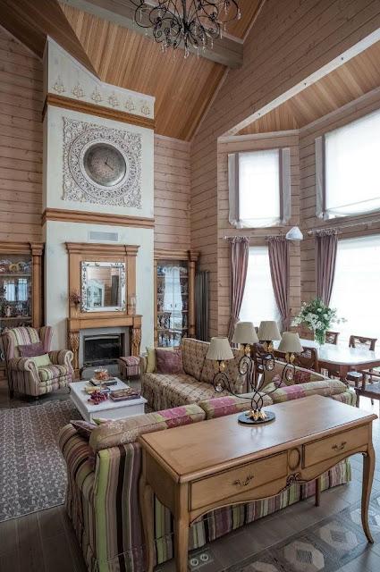 Загородный деревянный дом с двусветной гостиной