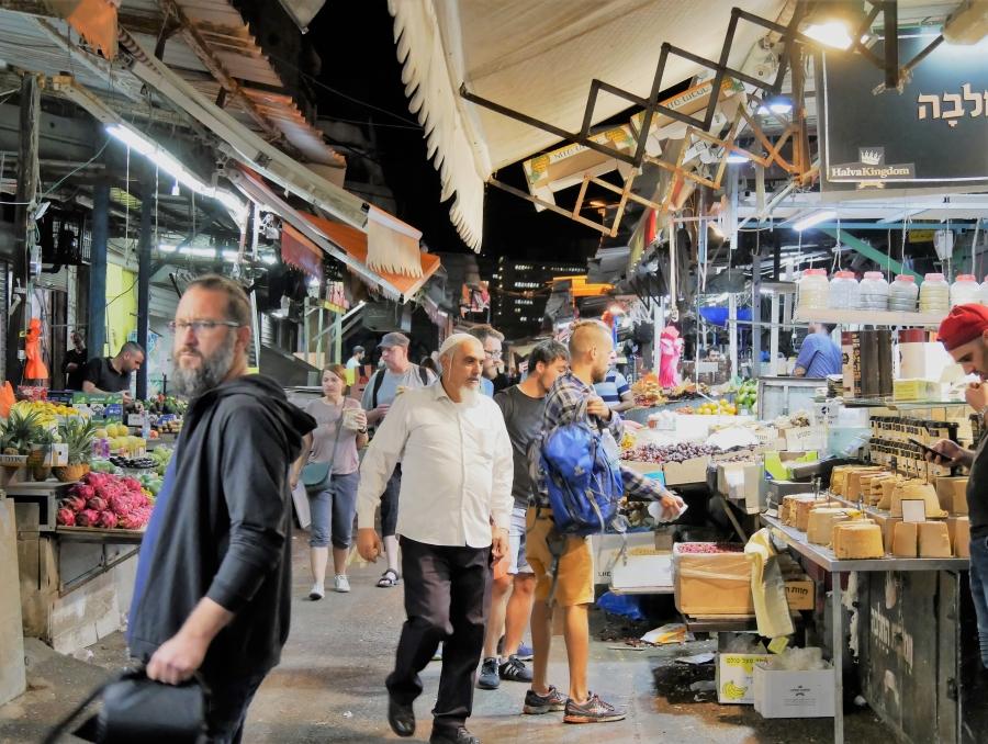 Carmel Marketin tunnelmaa
