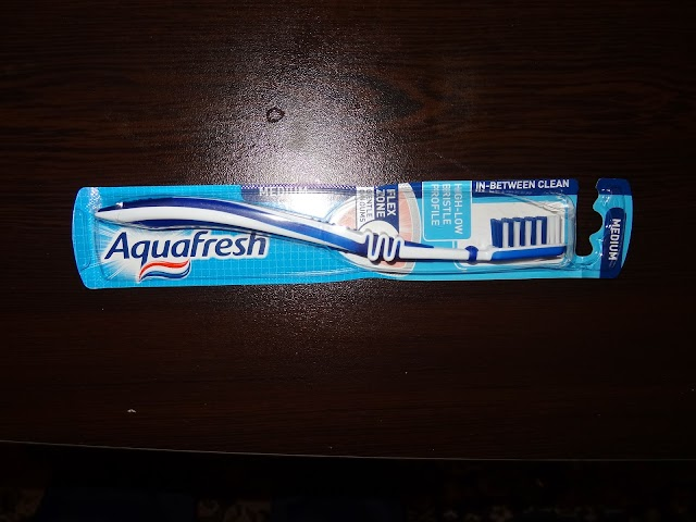 Aquafresh In-Between Clean Medium toothbrush