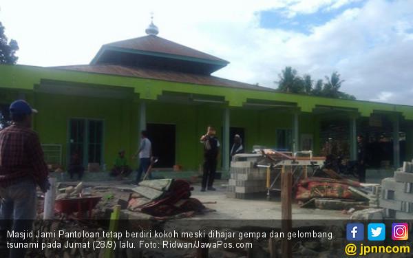 Gelombang Tsunami Hanya Lewat di Atas Kubah Masjid Jami